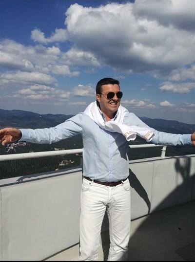 Пламен Станоев спечелил и облог с кмета на Доспат, че БСП ще спечели изборите в село Црънча.