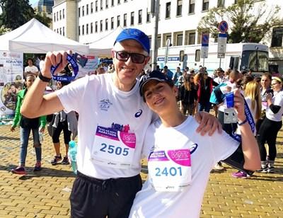 Румен Овчаров и дъщеря му Теодора по време на Софийския маратон преди година.
