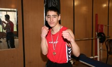 Брутално! 18-годишен шампион по бокс и ученик на 14 г. почти убили таксиджия в ужасен за него екшън