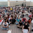 Противници на Лукашенко организираха седящ протест.