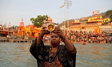 Кумб Мела - най-големият религиозен фестивал в света