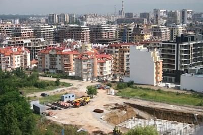 """В квартали като """"Манастирски ливади"""" нуждата от гаражи и паркоместа е толкова голяма, че цените на такива имоти растат по-ускорено от цените на самите жилища.  СНИМКА: """"24 ЧАСА"""""""