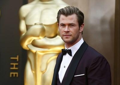 Австралийският актьор Крис Хемсуърт, който печели все повече награди и пари, призна, че се чувства неудобно да е милионер.