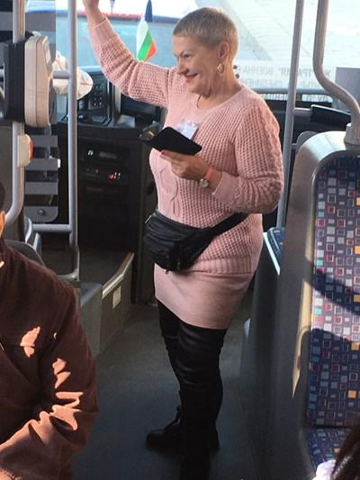 Кондукторката Нели Тодорова предлага брак на непознати пътници в рейса. Снимка: 24 часа