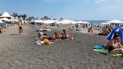 Бургаският северен плаж бе обект на проверките от служители на Министерство на туризма. Снимки: МТ