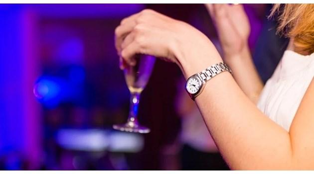 15 от престъпна група набирали жени за разврат в столични барове. Цената на стандартна услуга била 150 лева