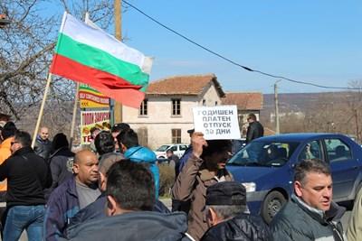 Миньорите излязоха няколко пъти на протест.