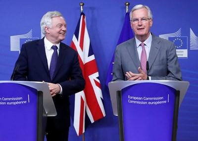 Дейвис и Барние започнаха преговорите за Брекзит по същество. СНИМКА: РОЙТЕРС