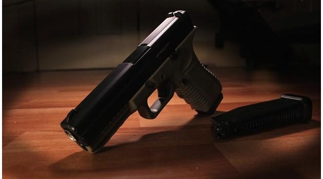 Столичанин буйства в Приморско, в квартирата му - краден пистолет