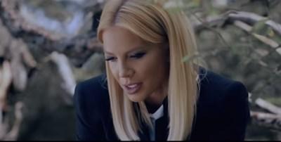 Кадър от видеоклипа към песента