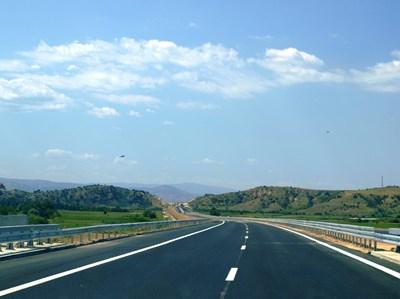 """Нови 24 км от """"Струма"""" бяха завършени в края на миналата година. За да е готова цялата магистрала, трябва да бъдат построени още 57 км."""