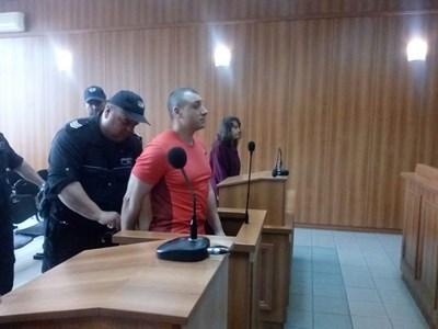 Здравко Дечкин е разследван за убийството на Виолета Балабанова още през 2009 г., но не е арестуван заради липса на доказателства.