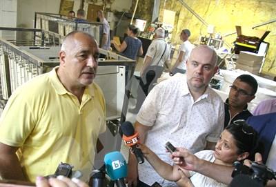 Премиерът Борисов и зам.-главният прокурор Иван Гешев описаха разбитата фабрика като най-голямата в страната. Снимки: Евгени Цветков СНИМКА: 24 часа