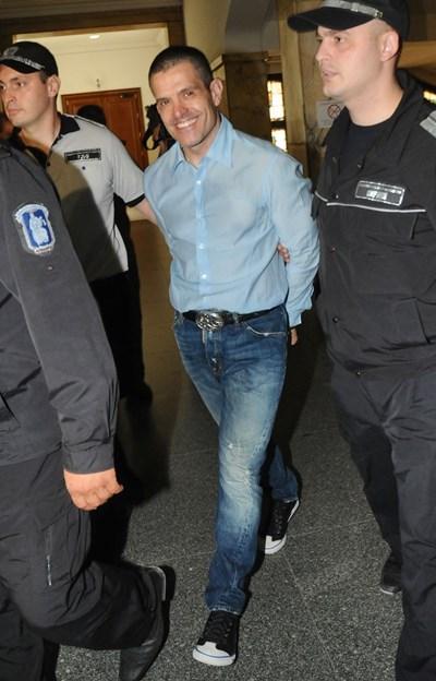 Евелин Банев на дело в Софийския градски съд за екстрадиция в Италия през 2012 г.