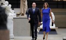 Вижте Деси Радева със синя рокля на вечеря в Париж
