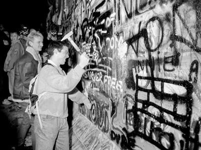 Рушенето на стената Снимка: Ройтерс