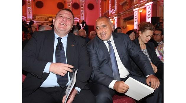 Май последно: министър ще е Ревизоро, Веселинов пази групата в парламента