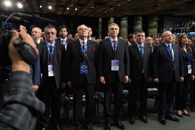 """На последната девета Национална конференция на ДПС Мустафа Карадайъ бе единодушно избран за председател. На конгреса тогава се появи и почетният председател на движението Ахмед Доган.  СНИМКА: """"168 ЧАСА"""""""