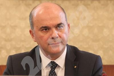 Социалният министър Бисер Петков обясни, че държавата ще финансира услугите. СНИМКА: 24 часа
