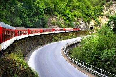 Теснолинейката е с дължина 124,7 км и свързва Горнотракийската низина, Родопите, Рила и Пирин.  СНИМКИ: ФЕЙСБУК СТРАНИЦА  НА РОДОПСКАТА ТЕСНОЛИНЕЙКА