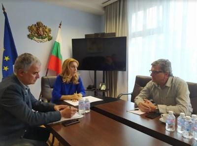 Министърът на туризма Марияна Николова на работна среща с председателя на организацията доц. д-р Венци Росманов СНИМКИ: Министерството на туризма