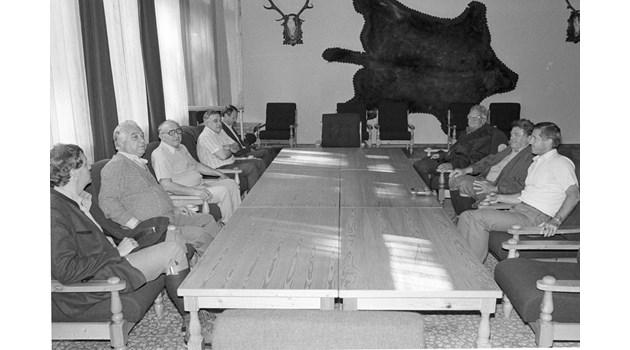 Секретен анализ на ЦРУ: Горбачов проваля отношенията на  Живков с Германия
