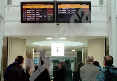 Една от последните спрени поръчки е тази за почистването на летище София. СНИМКА: 24 часа