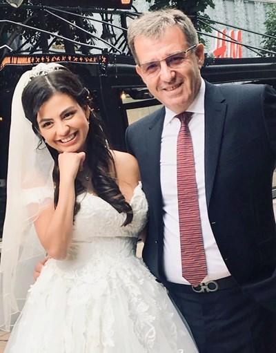 Деси с мъжа си Явор малко след подписването на гражданския брак   СНИМКИ: ЛИЧЕН АРХИВ