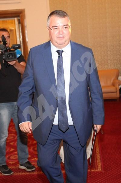 Ивайло Иванов предлага пенсиите да се вдигнат с 6,7%.