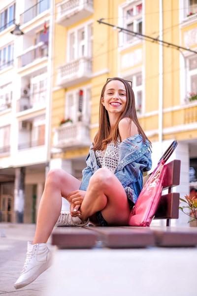 Красивата влогърка снима голяма част от всекидневието си в своя ютюб канал.  СНИМКИ: ЛИЧЕН АРХИВ