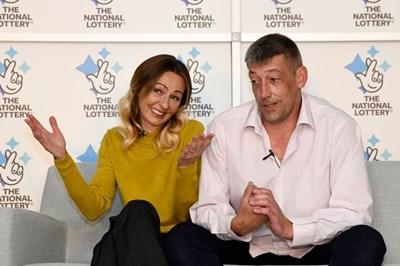 Англичанинът Стив и съпругата му Ленка искат да останат нормални дори с много пари.