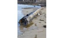 Паника в Созопол: Морето изхвърли тръбата за мръсните води