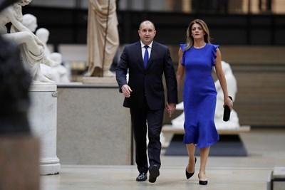 Десислава Радева е плътно до съпруга си.