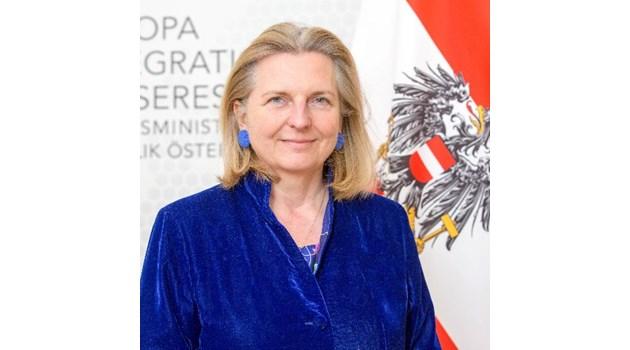 Коя е външната министърка на Австрия, на чиято сватба отива Путин?