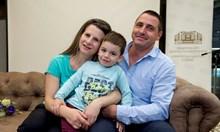 Трудният път на семейство, което чака 12 г., за да има дете