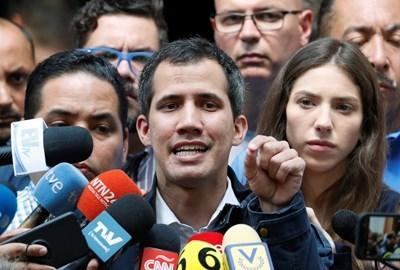 Опозиционният лидер Хуан Гуайдо  СНИМКА: Ройтерс