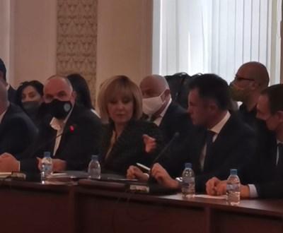 Как вървят скандалите в комисията на Мая Манолова по часове (на живо) -  24chasa.bg