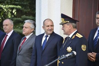 Бойко Рашков до Румен Радев (вляво) СНИМКА: Йордан Симеонов