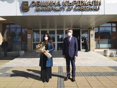 Посланикът на САЩ в България Херо Мустафа се срещна днес с кмета на Кърджали д-р инж. Хасан Азис и екипа му. Снимки: Община Кърджали