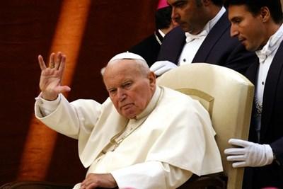 Откраднаха стъкленица с кръвта на папа Йоан Павел II - 24chasa.bg
