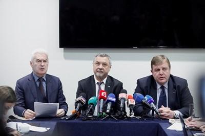Волен Сидеров, Валери Симеонов и Красимир Каракачанов застанаха заедно при обявяването на листите.