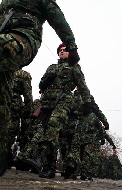 Войници в марш. СНИМКА: АРХИВ