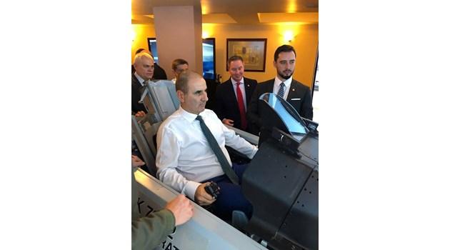 И Цветанов пробва как ще летят българските F-16 (Снимки)