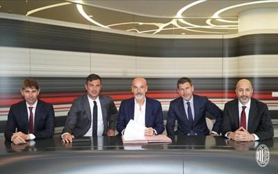 """Договорът на Пиоли с """"Милан"""" е за срок от две години. Снимка Туитър/Milan"""
