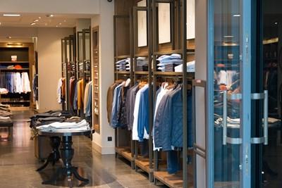 През коронакризата българинът е ограничил покупката на дрехи и скъпи стоки.
