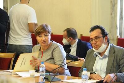 Тъй като председателката на правната комисия Анна Александрова е в болница с коронавирус, последното заседание на комисията води нейният заместник Христиан Митев (вдясно).