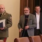 Ген. Мутафчийски води хората от щаба за ежедневната среща с медиите. Снимка: Архив