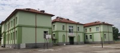Училището в Белозем