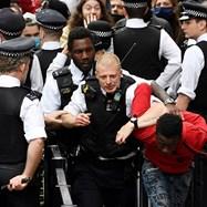 Многохиляден протест в Лондон срещу смъртта на Джордж Флойд