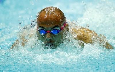 Антъни плува в 1/2-финала. СНИМКА: РОЙТЕРС